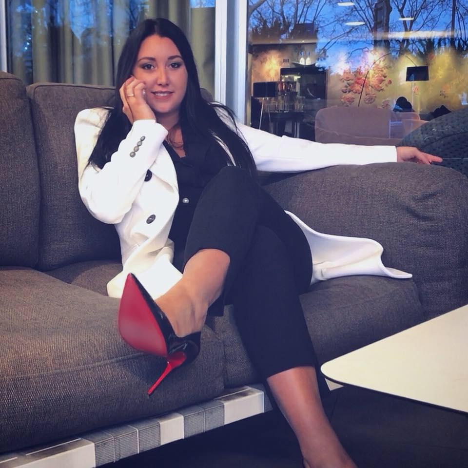 Fiorella Pauloz au téléphone