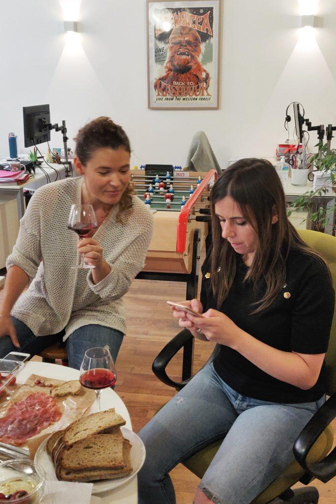 Amélie et Marguerite d'Effektiv en train de déguster et noter les vins d'Edovino