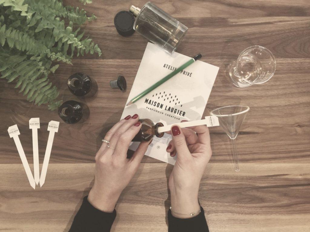 Photo de la création de parfum sur mesure atelier privé