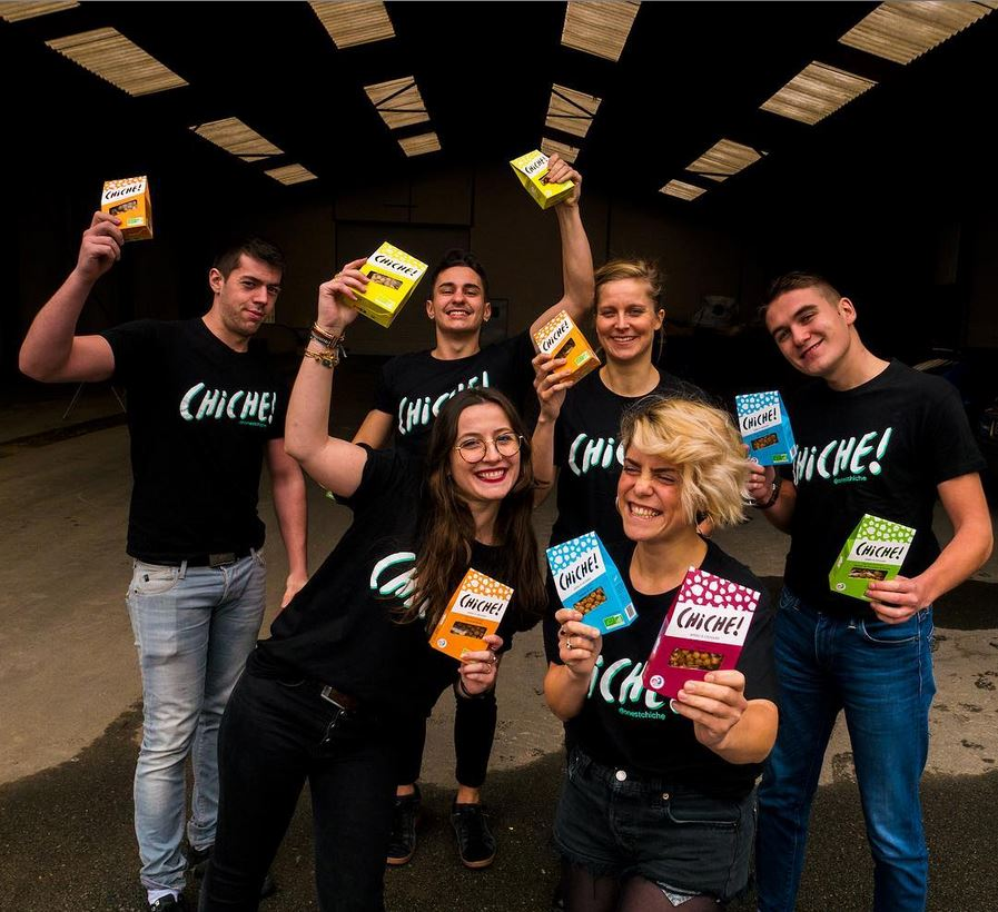 Photo des 8 membres de l'équipe CHICHE !